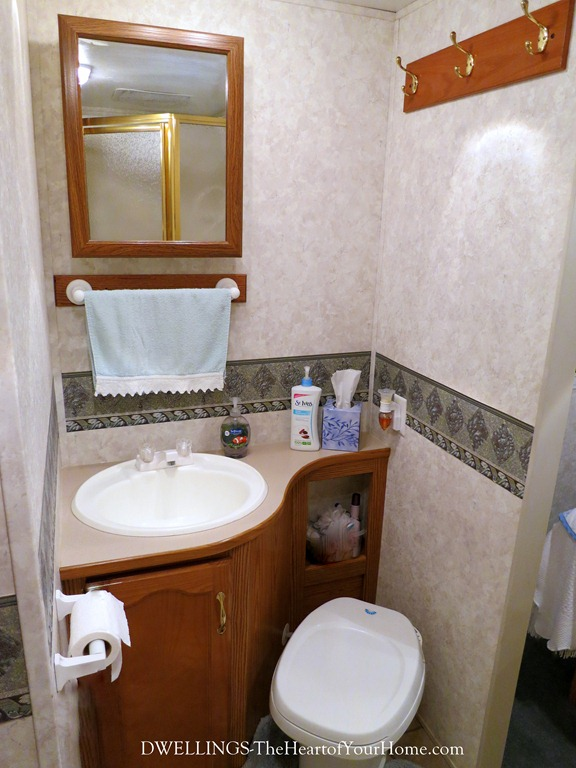 Keystone Cougar bathroom area