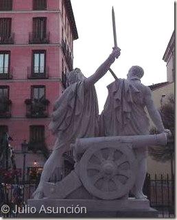 Monumento a Daoíz y Velarde - Vista trasera