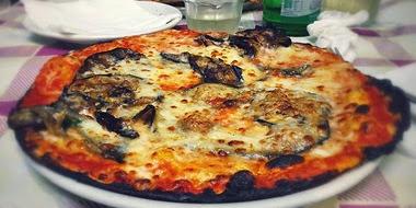 Pizza bruciacchiata
