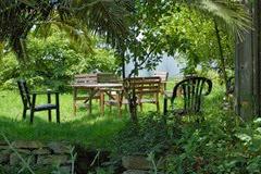 Jardin con mobiliario