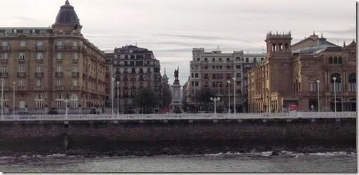 Plaza de Oquendo desde el otro lado de la ría - San Sebastián