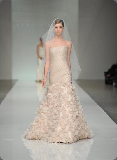 wedding dress 217221_10150156913357989_2742568_n ramona keveza