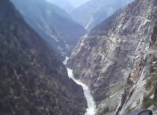 Ônibus no Himalaia 01