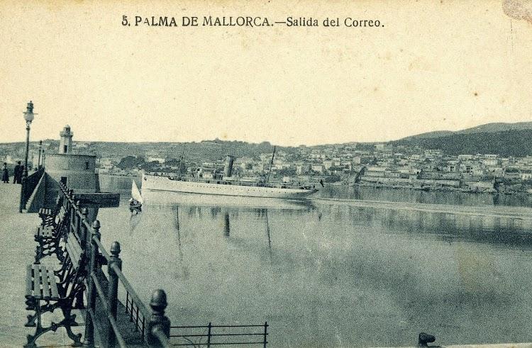 El vapor REY JAIME II, en estado de origen, saliendo de Palma de Mallorca. Postal.JPG