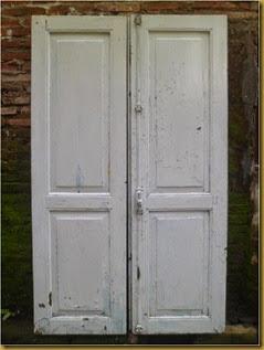 Jendela jati panjang - cat terakhir warna putih