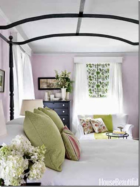 07-hbx-black-canopy-bed-bedroom-green-pillows-0612-zimloy10-lgn