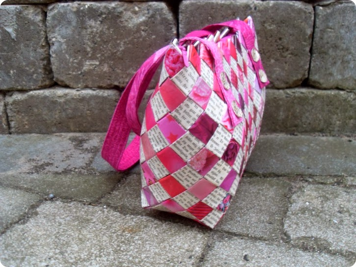 Flettet taske til Anni - gotiske bogstaver og dameblade