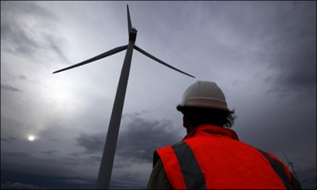 A windfarm on the hills surrounding Lake George, north of Canberra, Australia. Photo: David Gray / Reuters