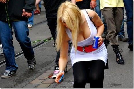 women-street-walkers-014
