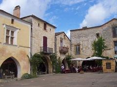2009.09.03-006 place des Cornières