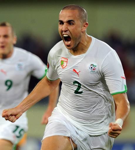 Signature  Madjid-bougherra-algerie-defenseur-central_576_w460