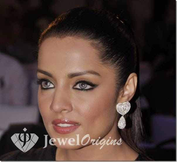 Celina_Jaitley_Diamond_Earrings