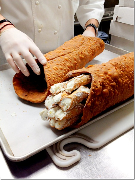 giant-canolli-mini-canolli-party-idea