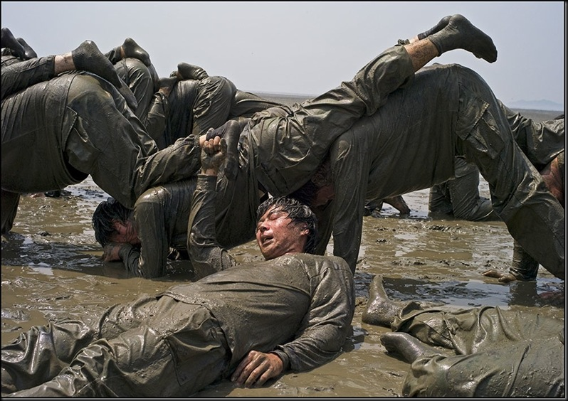 SOUTH KOREA. Boryeong. Daecheon Beach. 11th annual Mud Festival.
