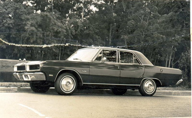 Dodge Grand Sedan