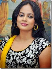 Nanditha_cute_in_yellow
