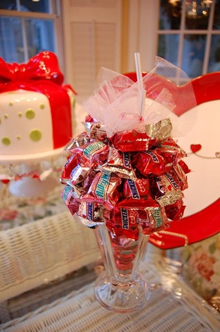 Snickers sundae decoration