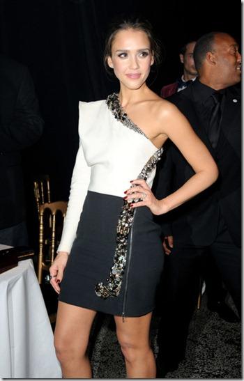 Jessica Alba Celebs Paris Fashion Week 5odZPm0nkUDl