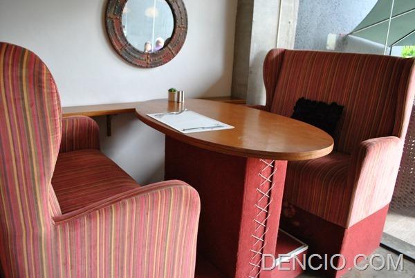 Rica's Restaurant Henry Hotel 01