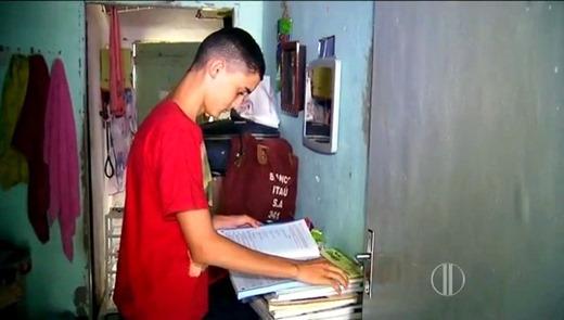 7 - 'Pegava livro no lixo para ele estudar', diz mãe de 1º lugar geral no IFRN 2