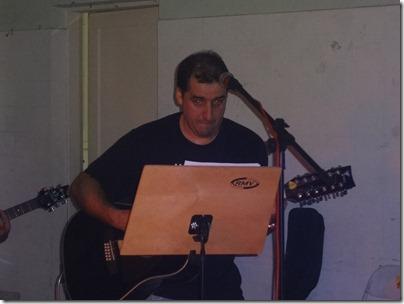 Luciano Martins (Violão e Voz)