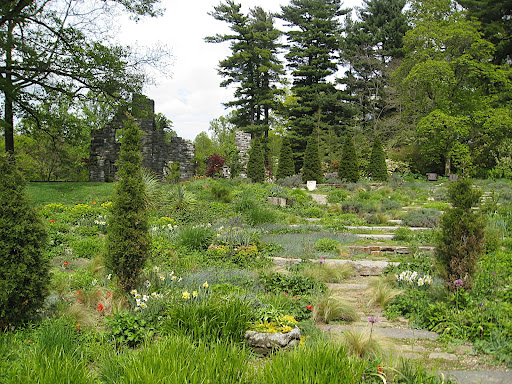 If this overview of the gravel slope and the ruin garden doesn't make you want to visit, I don't know what will!
