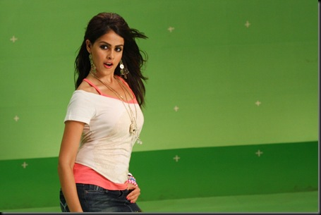 Genelia Cute Stills At Velayutham Movie (1)