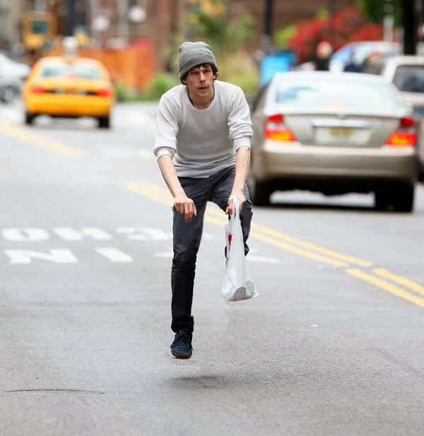 Pessoas andando em bicicleta invisíveis 5