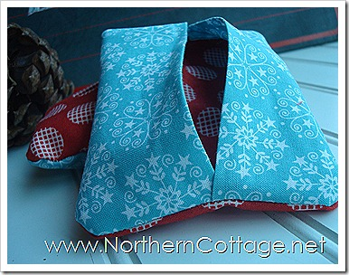 Aqua Tissue Tote @ NorthernCottage.net