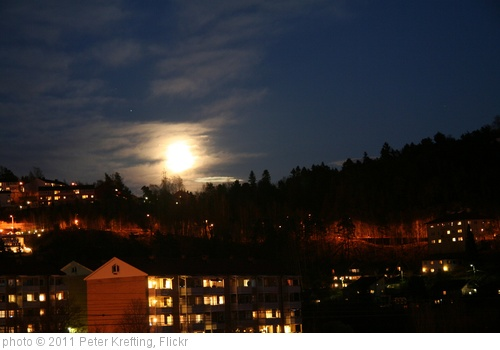 'Full moon over Vlerenga 2' photo (c) 2011, Peter Krefting - license: http://creativecommons.org/licenses/by-sa/2.0/