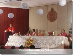 Padres celebram a Santa Missa