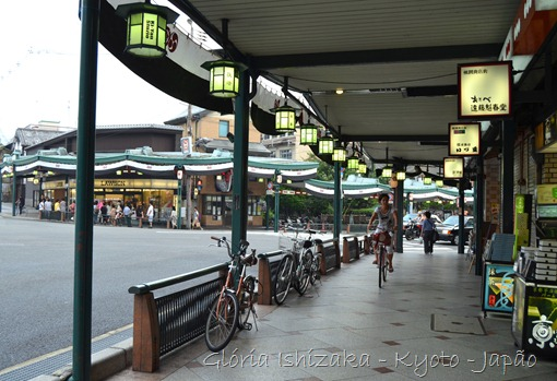 Gloria Ishizaka -andando por Kyoto - 1