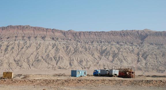 Route de Turfan - Montagne et camions