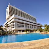 Restructuration du secteur du tourisme, Cinq groupes hôteliers remplacent Gestour