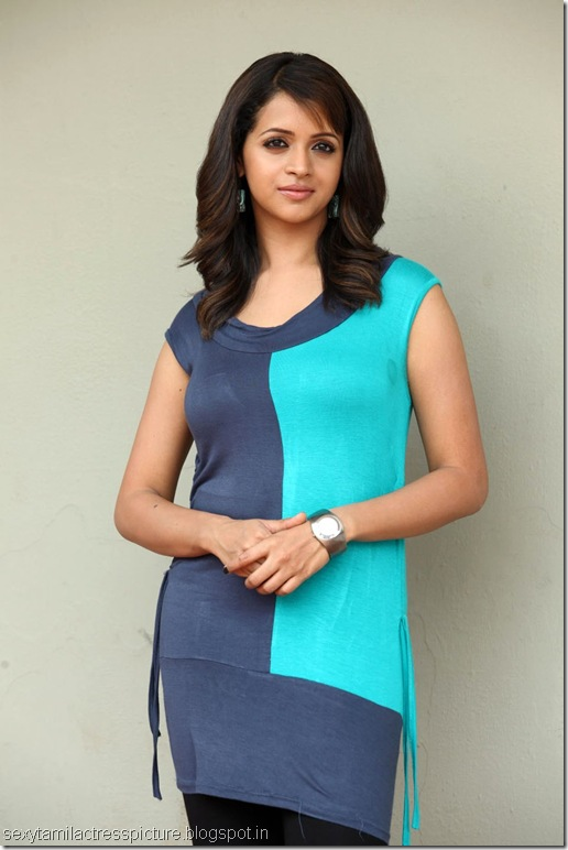 actress-bhavana-hot-exposing-stills
