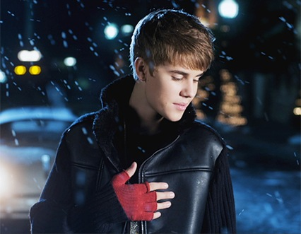 Justin_Bieber-Mistletoe-music_video