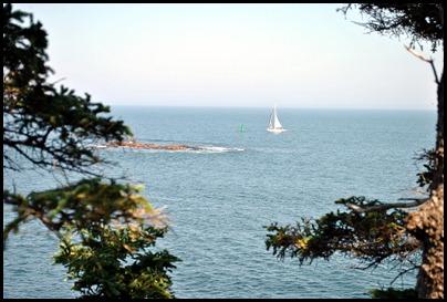 02l5 - Hiking Ocean Path -  Sailboat