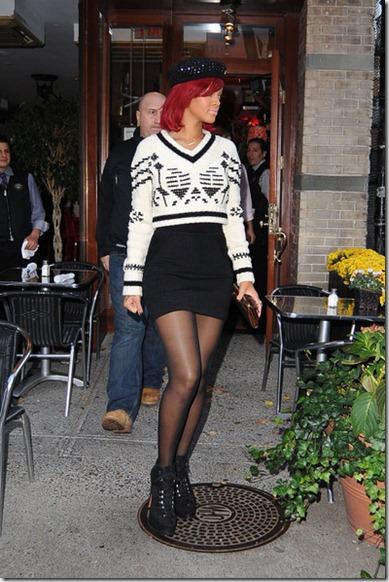 Rihanna Rihanna in SoHo N_s-eMi-mF0l