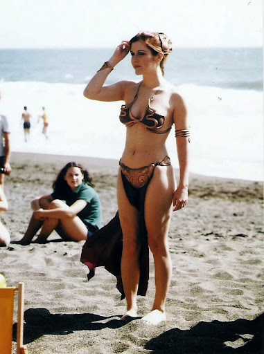 Imagenes cinéfilas - Página 6 Carrie-Fisher-Princess-Leia-on-the-beach-2