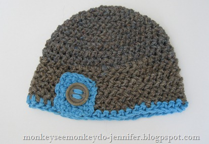 crocheted baby hat with button (1)