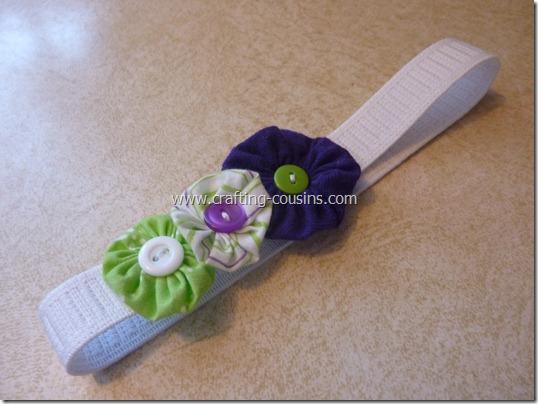 Crafty Cousins' tutorial for yo yo flower bobby pins (26)