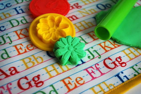 kids-non-slip-fabric-play-doh-mat-or-coloring-mat_3