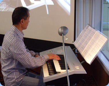 Taka Iida played three lovely orchestral arrangements on his Yamaha Electone D-Deck two manual keyboard.
