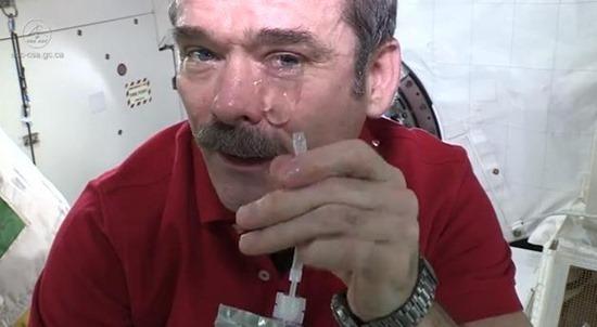 Chorando no espaço