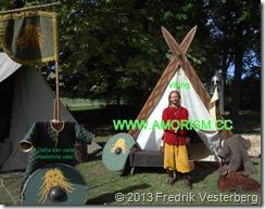 DSC08405.JPG Vikinga2. Viking med tält (1) Bättrad. Med amorism