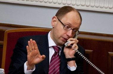 Арсений Яценюк договаривается с Тургай Демирелем о Евробаскете-2015