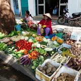 Marked i Nha Trang, der sælges lækker frugt og grønt.