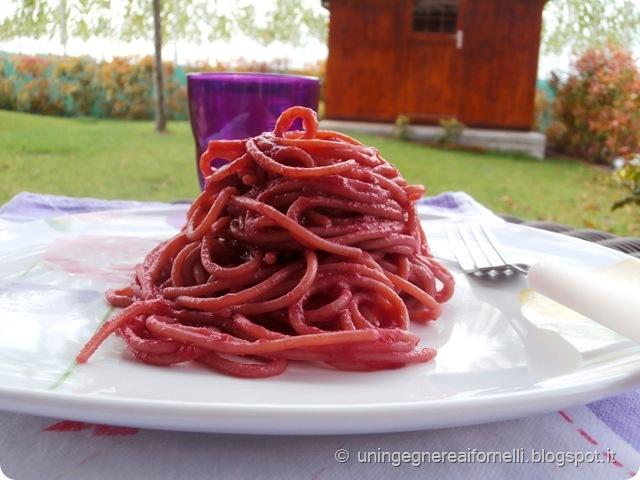 spaghetti integrali rapa rossa barbabietola