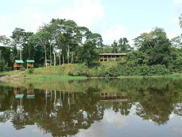 Le site écotouristique depuis la Nyong. Ebogo (Cameroun), 23 avril 2013. Photo : C. Renoton