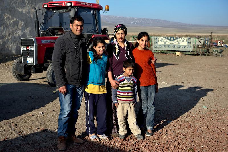 Impreuna cu tractorul familiei.